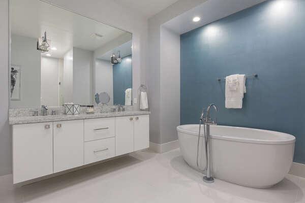Ensuite bathroom to grand master suite 2