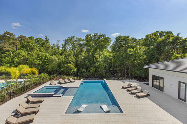 Enjoy a beautiful Florida day on one of the many sun loungers