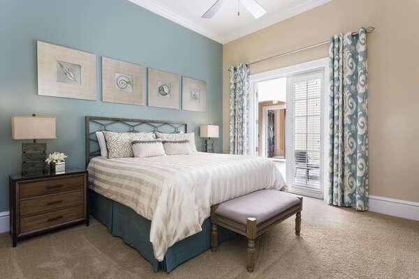 Cozy king sized bedroom