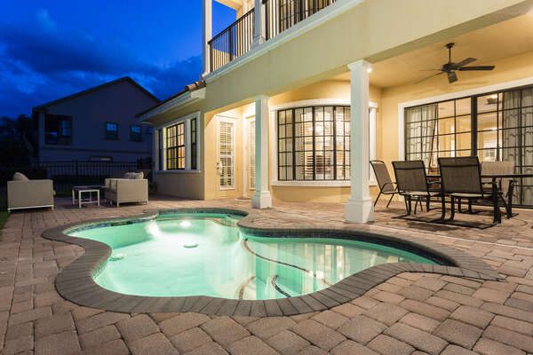 Enjoy evenings out by the pool