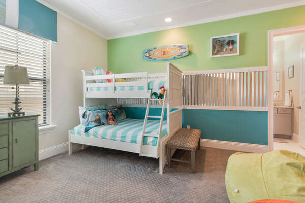 The little ones can sleep comfortably in their bedroom