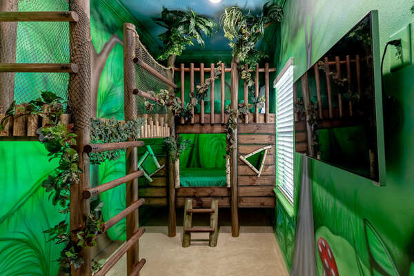 Get a great night's sleep in the treehouse bedroom