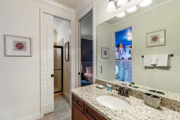 The shared bathroom between the King bedroom and princess bedroom