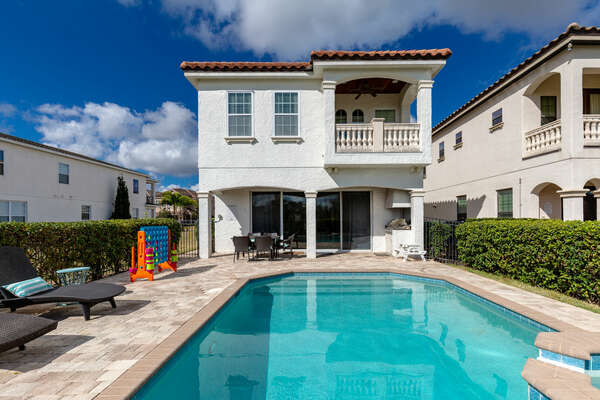Soak up some Florida sunshine at your own pool with a spillover spa