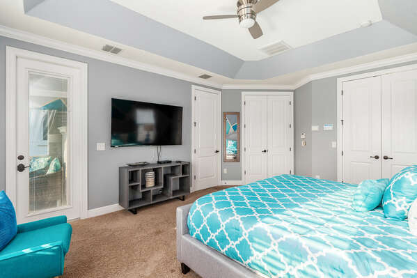 It features a king size bed, 65-Inch SMART TV, en-suite bathroom, and access to a balcony
