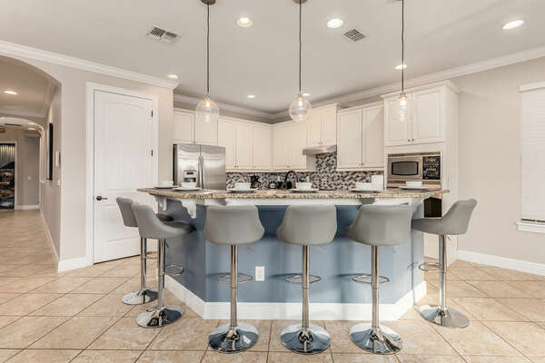 Enjoy your breakfast on the kitchen bar with seating for 6