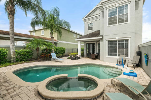 Homestead Estate features a gorgeous private courtyard complete with pool and spillover spa