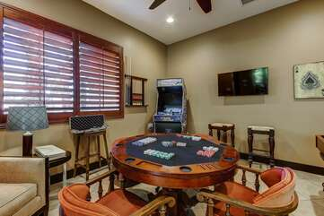 Professional style poker table flips over to turn into