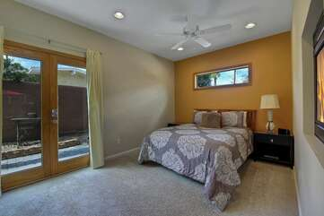 Casita Suite 2 features a Queen-sized bed, Smart TV, two Twin rollaways