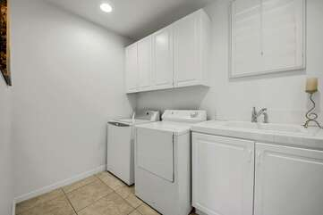 Laundry roomGo home with clean clothes and take advantage of the new washer/dryer