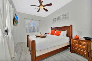 Casita bedroom bedroom 2 King size bed and attached full bath, access to front courtyard. sleeps 2