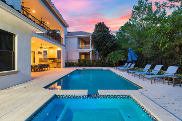 A spillover spa to relax and enjoy watching the Florida sunset