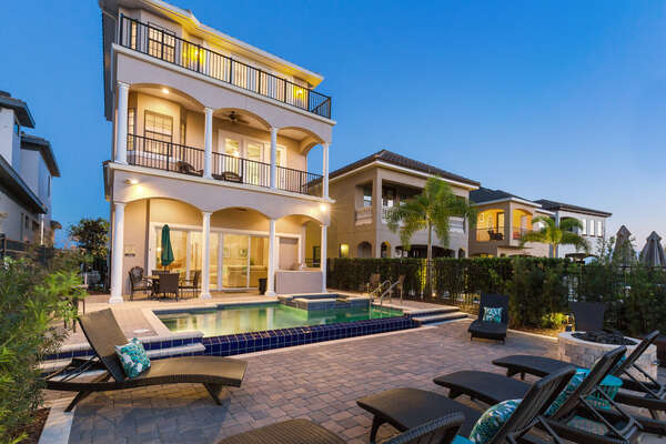 Vacation in this luxurious 6 bed villa
