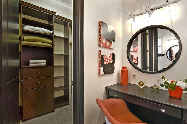 The en-suite bathroom has a walk in closet