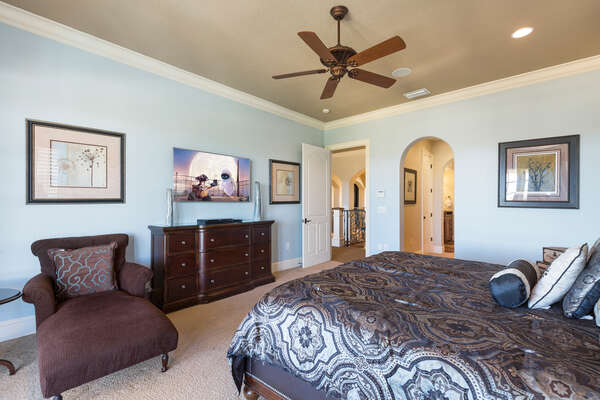 The master suite features a king size bed, en-suite bathroom, and 55-inch 7 Series SMART TV