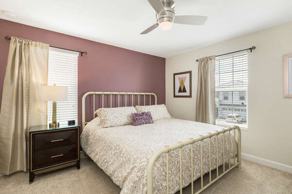 This King bedroom is perfect for relaxing after a long day at the Orlando attractions