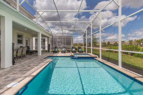 Plenty of space to enjoy the Florida sunshine during your vacation