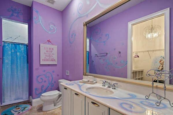 The bedroom has an en-suite bathroom with walk-in shower