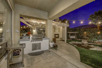 Plenty of space to prepare your burgers or steaks on the outdoor grill area.