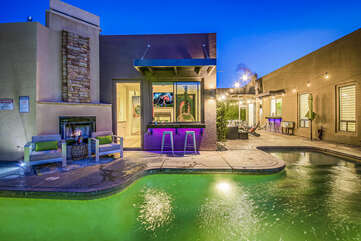 With 6 bedrooms, including a private Casita Suite, there is plenty of room for a large group.