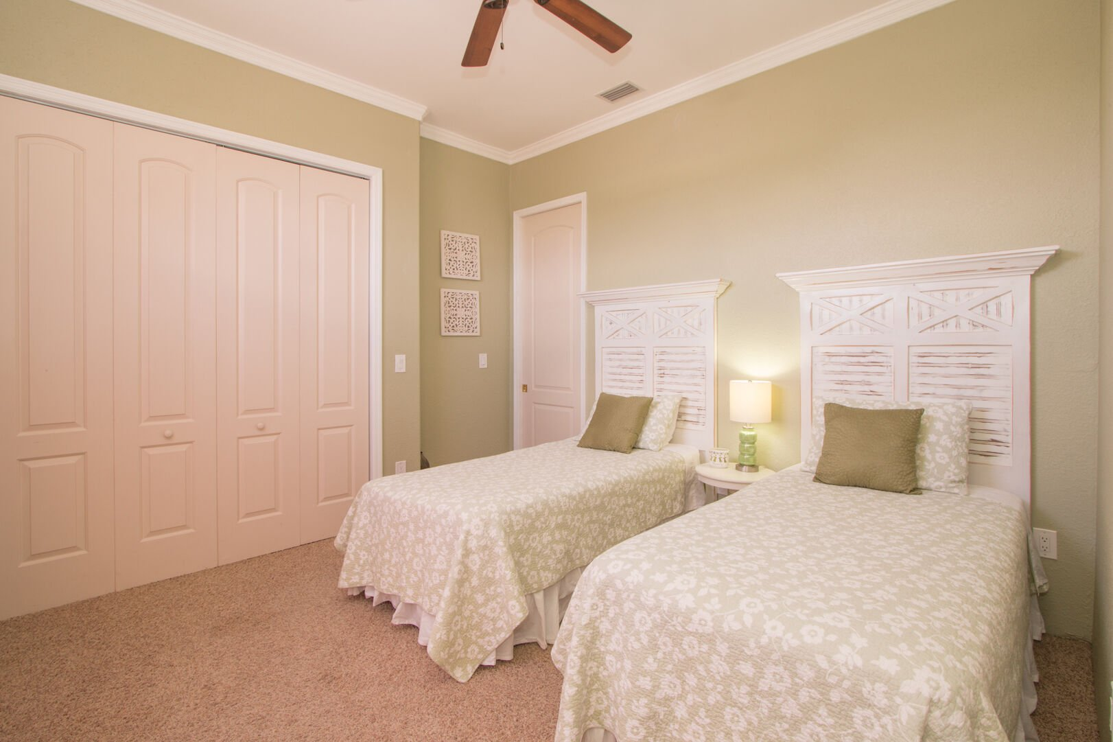 Guest bedroom with two twin beds in our vacation home in Fort Myers Beach