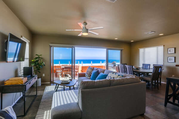 Great Open Layout of this Mission Beach vacation rentals beachfront