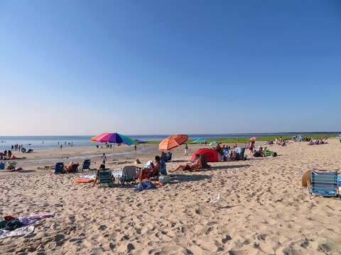 Skaket beach is just 2.4 Miles away from the house. No fee after 4:30. Make sure to catch a sunset! - Orleans Cape Cod - New England Vacation Rentals