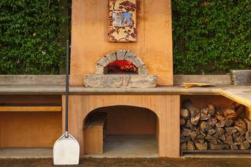 The Mugnaini wood-fired pizza oven delivers every time — delizioso!