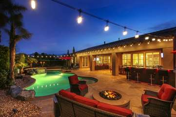 Watch the desert stars fireside, the kids will be sure to enjoy some s'mores on the open flame fire pit.