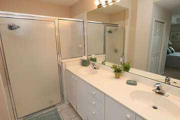 Double sink vanity in the master bathroom