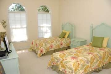 Pretty guest bedroom with 2 twin beds