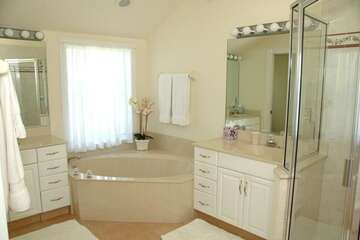 Fantastic master bathroom with double sinks, garden tub and walk in shower