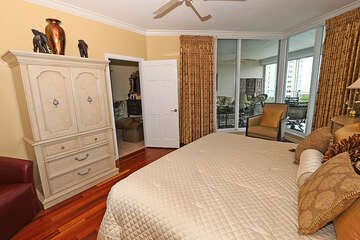 Fabulous king size bed in the master bedroom