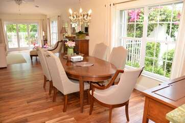 Gorgeous 6 seat dining table