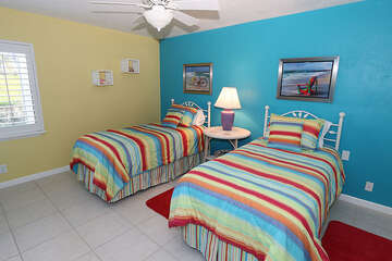Tropical colors in the guest room