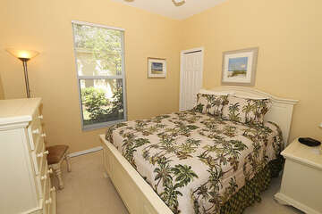 Lovely beachy guest bedroom