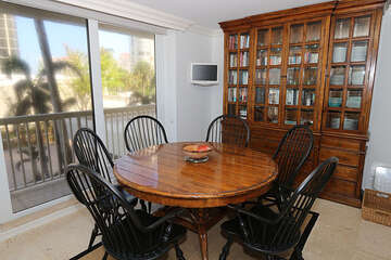 Large and inviting round dining table