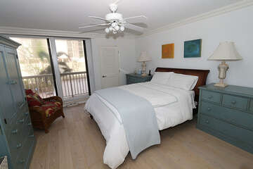 Wonderful queen bed guest suite