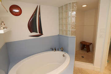 Giant soaking bath tub