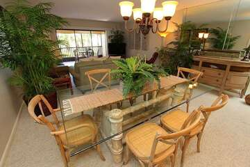 Great dining table to enjoy a meal with family and friends.