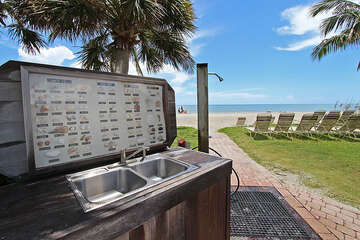 Shelling station where you can clean, sort and identify all your treasures!