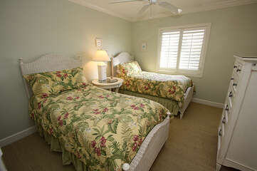 Guest bedroom offer twins beds.