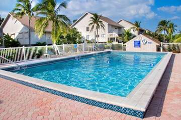 Community pool is cool and inviting for those hot Florida days!