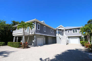 Front view of this expansive home!