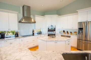 Massive kitchen with all the turnkey items you need!