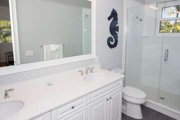 Guest bathroom 4 offers privacy!