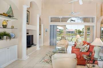 Lovely family room with lots of space to relaz.