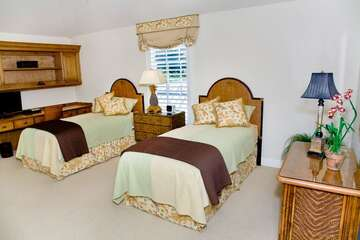Second guest bedrooms has two twin beds