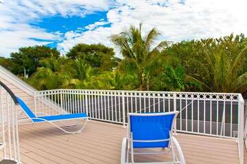 Enjoy views of Captiva from the widow's peak deck on the roof or walk to the beach, shopping and dining! Copa Captiva has it all.