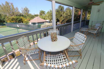 Screened lanai with outdoor dining
